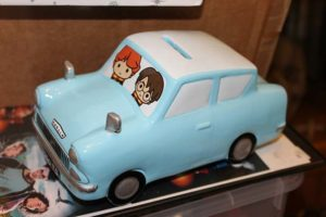 largest-collection-of-wizarding-worlds-memorabilia-harry-potter-ford-anglia_tcm25-566500